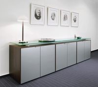 Haworth_Vados_Sideboard mit Glasplatte